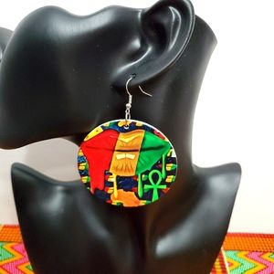 Ankh earrings with lips